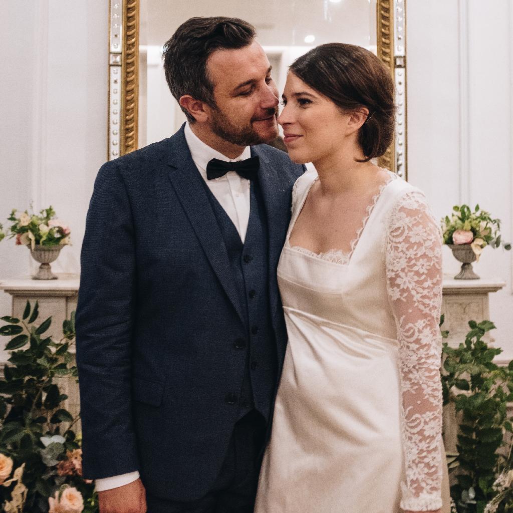 couple-maries-interieur-bastide-de-toursainte